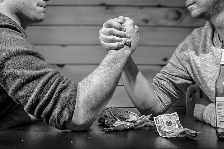 arm wrestling-represents acorns vs robinhood vs m1 finance