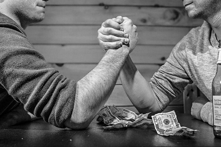 arm wrestling-represents acorns vs robinhood vs m1 finance